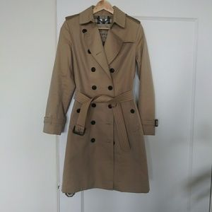 Burberry trench perfect condition